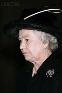 queen2005queenvictoriasbowbrooch.jpg