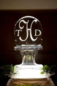 ice sculpture with ivy.jpg
