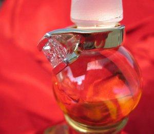 SuzyQz WR perfume stopper T2 8944.jpg