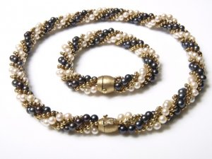 gold_pearl_necklace_bracelet.jpg