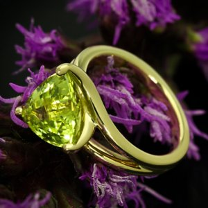 Custom-Chrysoberyl-Trilliant-Yellow-Gold-Solitaire-Ring-by-Whiteflash-20422_8.jpg