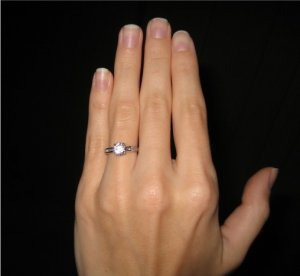 Show Me Your Size 6 5 7 Finger With Engagement Ring Pics