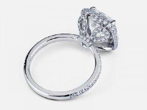 pear-shaped-cluster-encrusted-side-diamonds.jpg