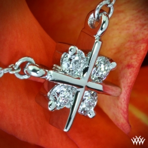 Platinum-Diamond-Pendant-by-Whiteflash-30399_2.jpg