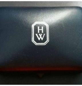 harry-winston-harry-winston-symbols-mini-diamond-cross-necklace-8527294-4-0_0.jpg