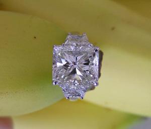 radiant-cut-diamond-ring-canuk-gal.jpg