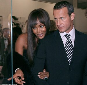 21521378-7730365-Naomi_Campbell_left_and_Vladislav_Doronin_right_were_dating_betw-a-17_1574859...jpg