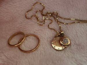 Wedding rings and pendant_2.jpg