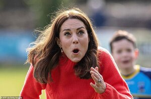 25579830-8077861-Kate_reacts_after_hitting_the_ball_while_trying_to_play_hurling_-a-362_158342...jpg