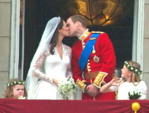 Kiss_Wedding_Prince_William_of_Wales_Kate_Middleton_(revised).jpg