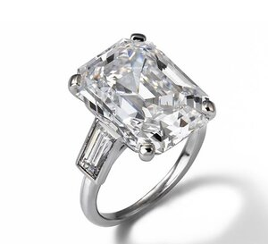 Cartier-Engagement-Ring Grace Kelly.jpg