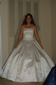 tryin-on-the-dress-018.jpg