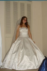 tryin-on-the-dress-019.jpg