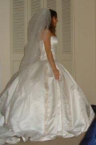 tryin-on-the-dress-014.jpg