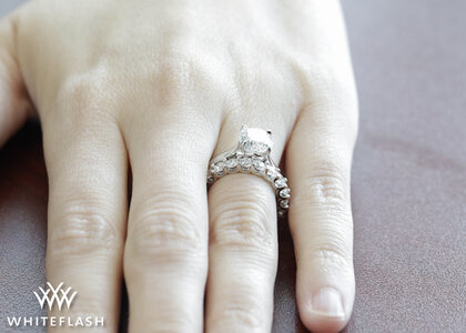 Annette-U-Prong-Wedding-Set_Hand.jpg
