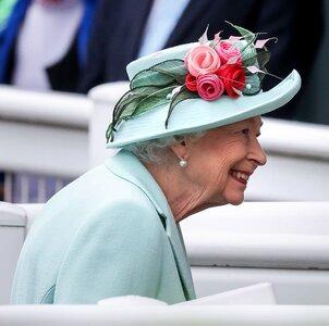 queen-elizabeth-ii-arrives-at-royal-ascot-2021-at-ascot-news-photo-1624108971.jpg