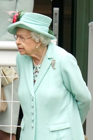 queen-elizabeth-ii-during-day-five-of-royal-ascot-at-ascot-news-photo-1624109361.jpg