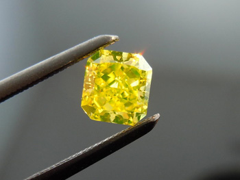Fancy Vivid Green-Yellow Diamond