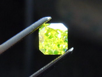 Fancy Vivid Green-Yellow Diamond under UV penlight