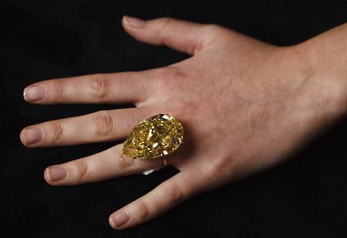 110 03 Carat Quot Sun Drop Quot Diamond Sells For A Record 12 3
