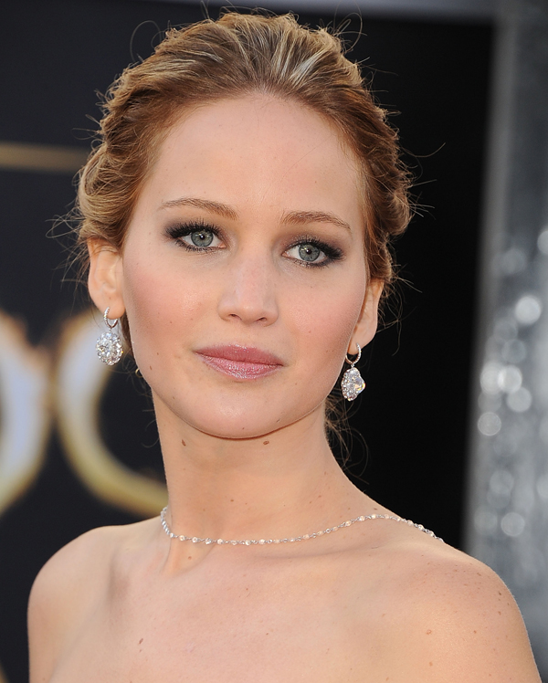 2017 Oscars Red Carpet Jennifer Lawrence In Chopard Jewels
