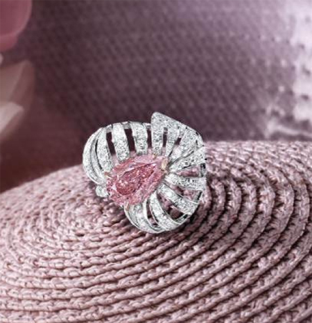 3.28 carat fancy vivid pink diamond ring