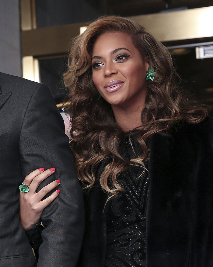 Beyoncé in emerald earrings and ring by Lorraine Schwartz at President Obama's Inauguration
