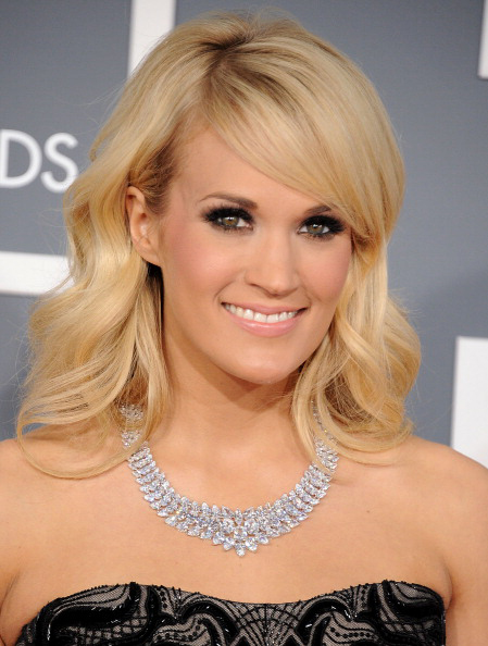 Carrie Underwood in a Johnathon Arndt diamond necklace at the 2013 Grammy Awards
