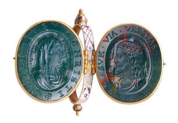 The Cheapside Hoard: London's Lost Jewels • Bloodstone cameo locket