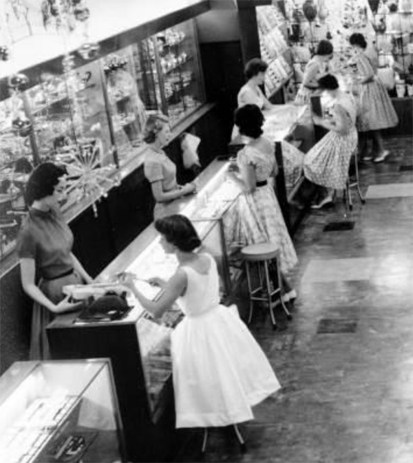 Jewelry showroom circa 1950. Image courtesy of Edahn Golan Diamond Research & Data.
