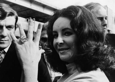 Elizabeth Taylor wearing the Krupp Diamond
