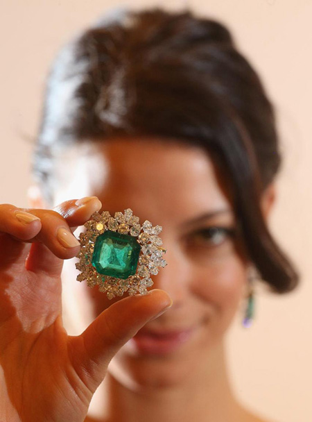 Bulgari emerald and diamond brooch owned by Gina Lollobrigida