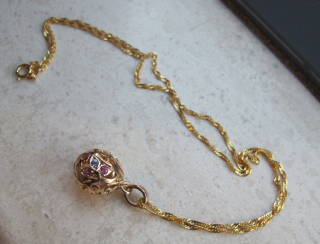 Gold and Sapphire Egg Pendant by Heart of Water Jewels - Image by mochiko42