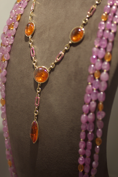 Goshwara mandarin garnet necklace in 18k gold