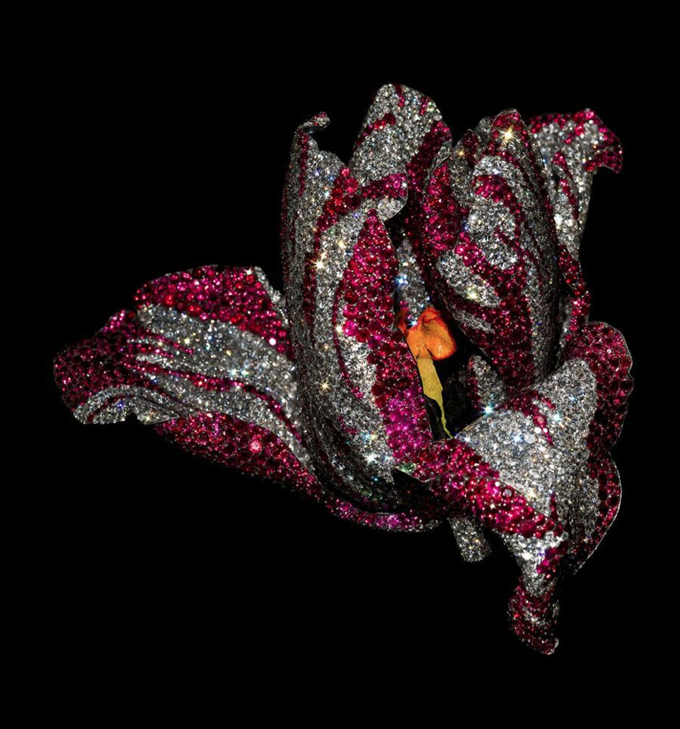 Jewels by JAR at the Metropolitan Museum of Art, Tulip Brooch