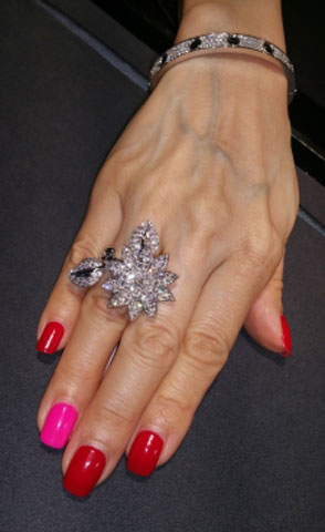 Phoenix's Van Cleef & Arpels Lotus Between The Finger Ring (Hand View) - image by Phoenix