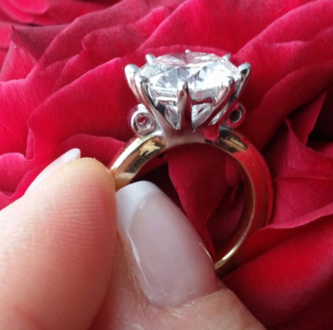 Scandinavian's 10 Year Wedding Anniversary Gift - 5 Carat Diamond (Angle View) - image by Scandinavian