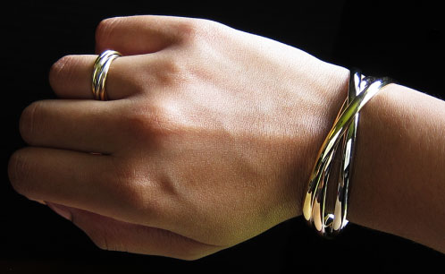 Yssie S Cartier 18k Trinity Bracelet And Ring Set Image By