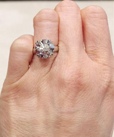 luckyhonu's 3.366 Carat Diamond Engagement Ring (Hand View) - image by luckyhonu