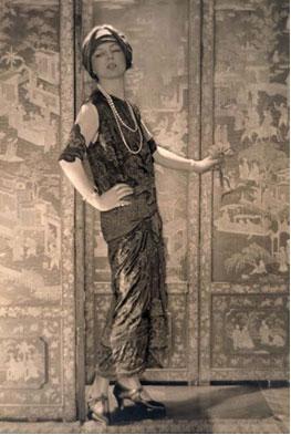 Jeanne Toussaint By Adolf de Meyer (Photography database) [Public domain], via Wikimedia Commons