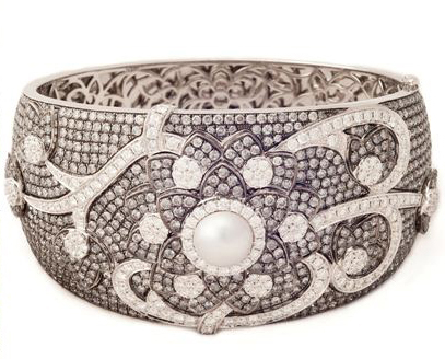 The Nature's Beauty diamond cuff worn by Allison Janney at the 2012 Oscars