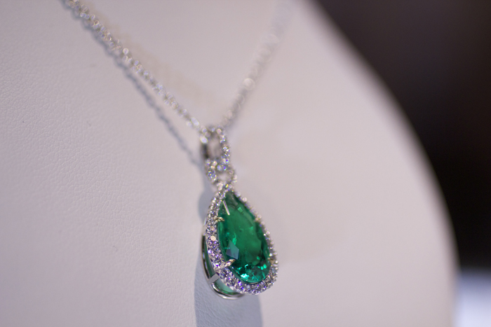 Pendant with 4.46-carat pear-shaped Colombian emerald by Omi Prive