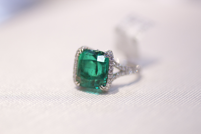 Ring with 6.54-carat cushion-shaped Colombian emerald by Omi Prive