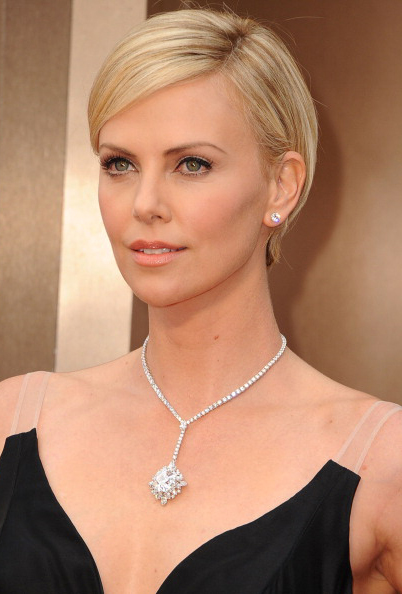 2014 Oscars Charlize Theron in Harry Winston Jewels