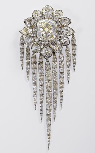 Queen Elizabeth II Diamond Jubilee 2012 Queen Victoria's Fringe Brooch