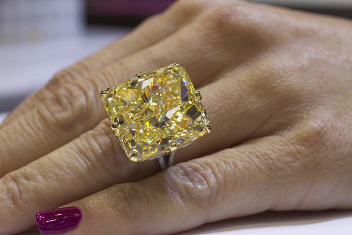 Rahaminov Diamonds Unveils 40 Carat Yellow Diamond Ring