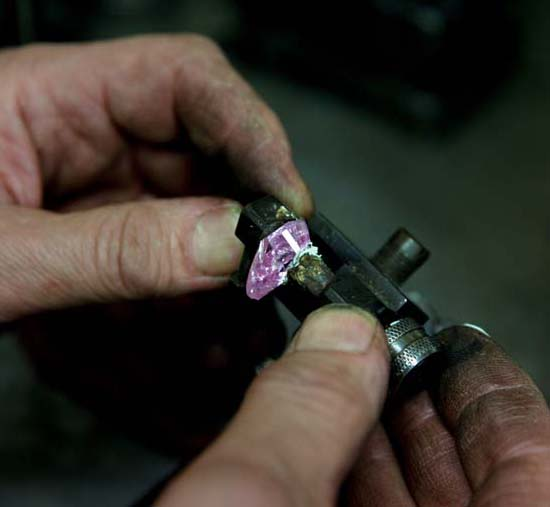 19.54-carat rough yielded the 8.41-carat fancy vivid pink diamond • Image: Sotheby's