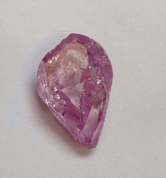 Sotheby S Hong Kong To Auction 8 41 Carat Fancy Vivid