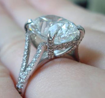 Pepper52's 5.07 Carat Modified Cushion Split Shank Engagement Ring (Hand Side Angled View) - image by Pepper52