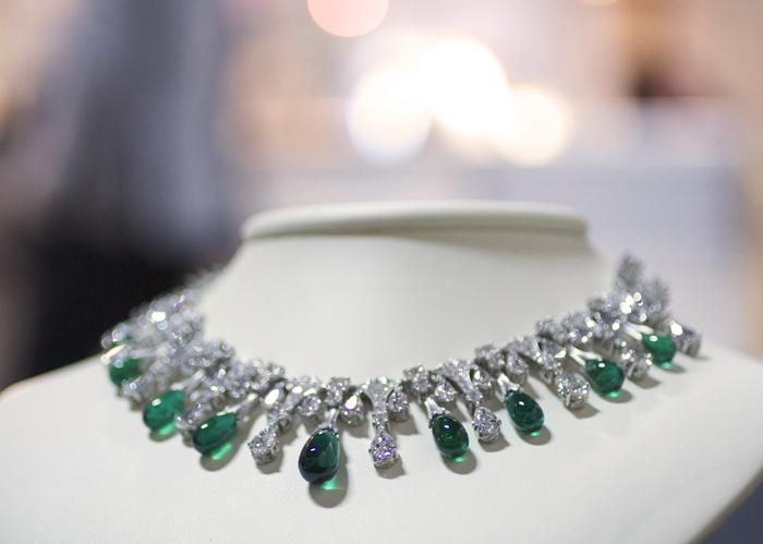 Emerald and diamond necklace by Van Craeynest